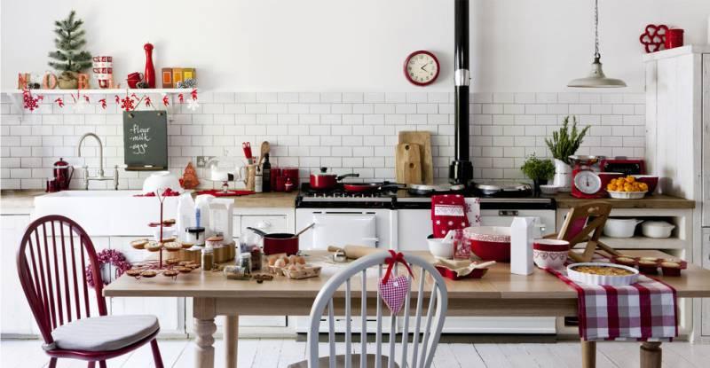 Piros konyhai dekoráció az új évre