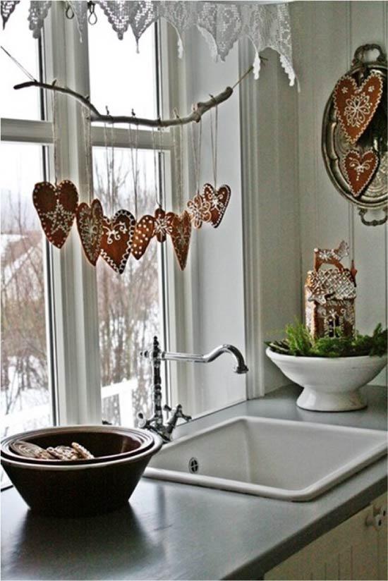 Ablak dekoráció ága medálokkal