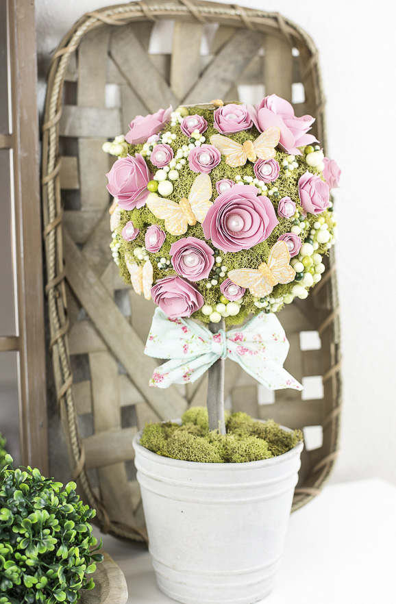 Száraz moha és mesterséges virágok topiary