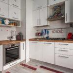 Eğimli kabine sahip köşe mutfağı