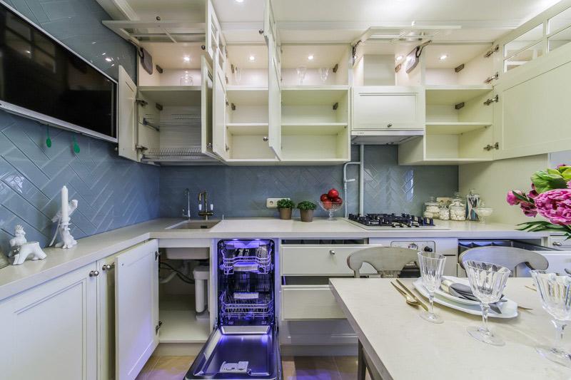מילוי פנימי של יחידת המטבח
