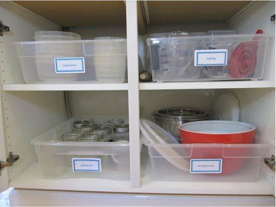 אחסנה של כלי מטבח במגשים