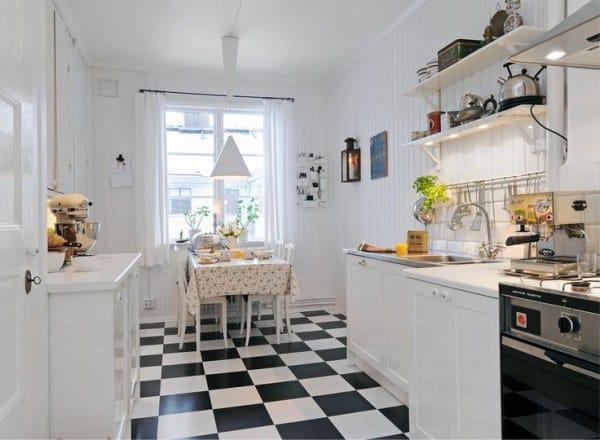 Carrelage à l'intérieur de la cuisine scandinave