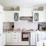 L-formet køkkenlayout i klassisk stil