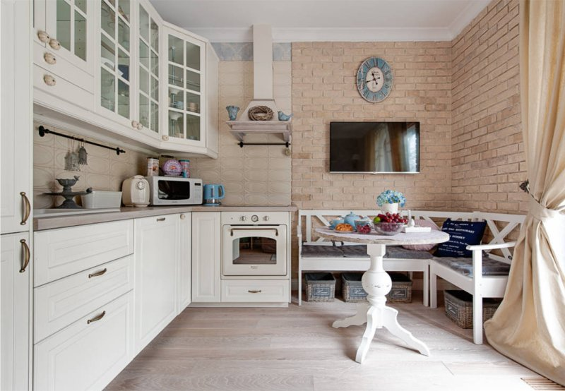 Brique dans la cuisine dans le style de la Provence