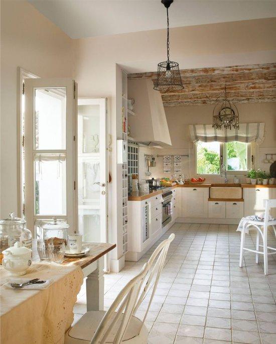 Cuisine provençale dans une maison de campagne