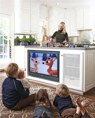 Szokatlan hely a TV-nek a konyhában