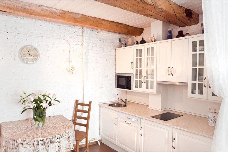 Poutres de plafond dans la cuisine dans le style de la Provence