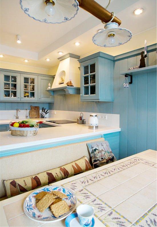 Doublure à l'intérieur de la cuisine dans le style de la Provence