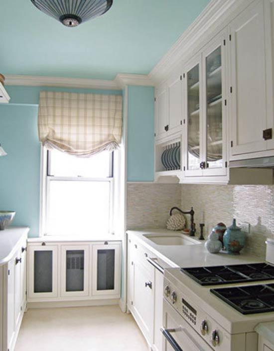 תקרה צבעונית במטבח