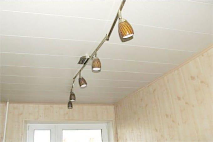 Panneaux de plafond en plastique - légers