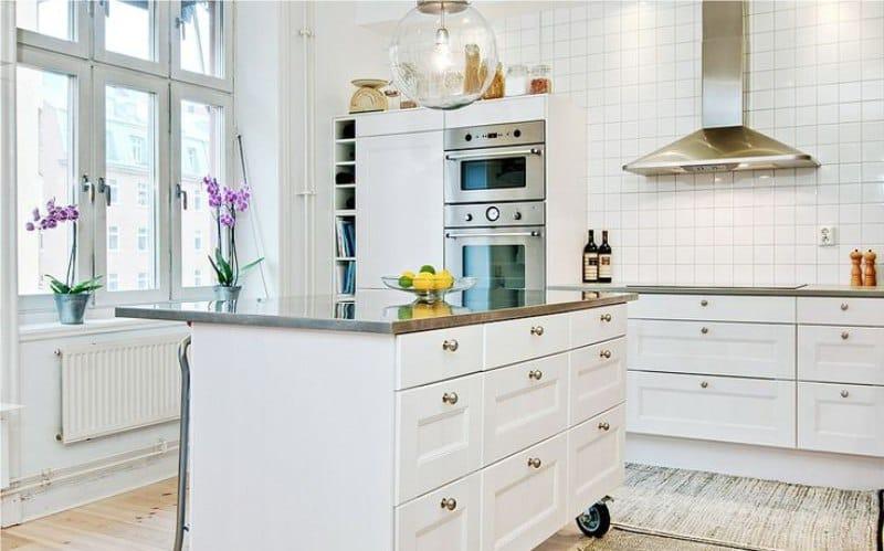 Orkidea keittiön sisätiloissa