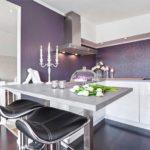 Dapur putih berkilat tanpa pemegang