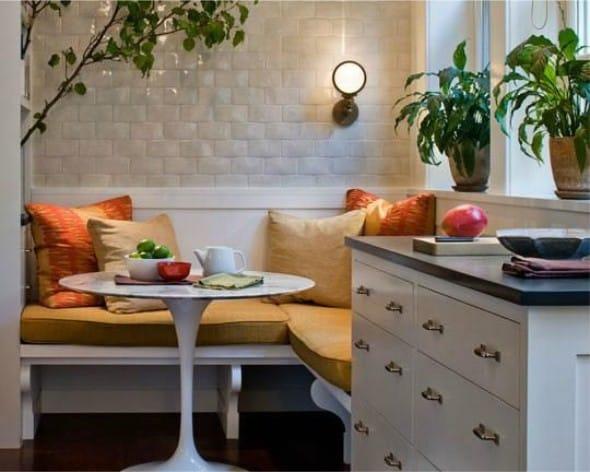 Stůl nad stolem v kuchyni