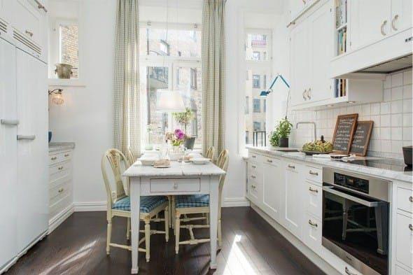 Sconce v interiéru velké kuchyně