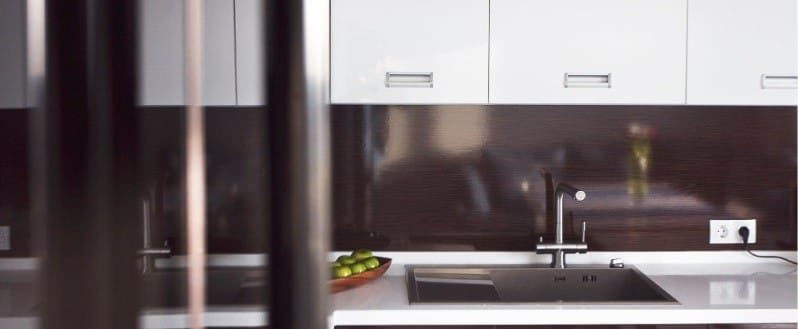 Zástěra v interiéru kuchyně ve stylu minimalismu - MDF