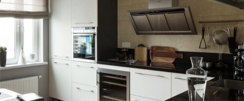 Zástěra v interiéru kuchyně ve stylu minimalismu - přírodní kámen