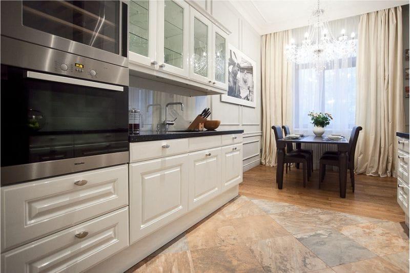 Grès cérame à l'intérieur d'une cuisine classique