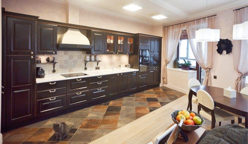 אריחים פורצלן חרסינה בתוך המטבח הקלאסי