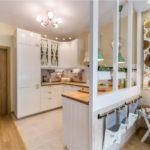 A csempe és a laminátum kombinációja a konyhában