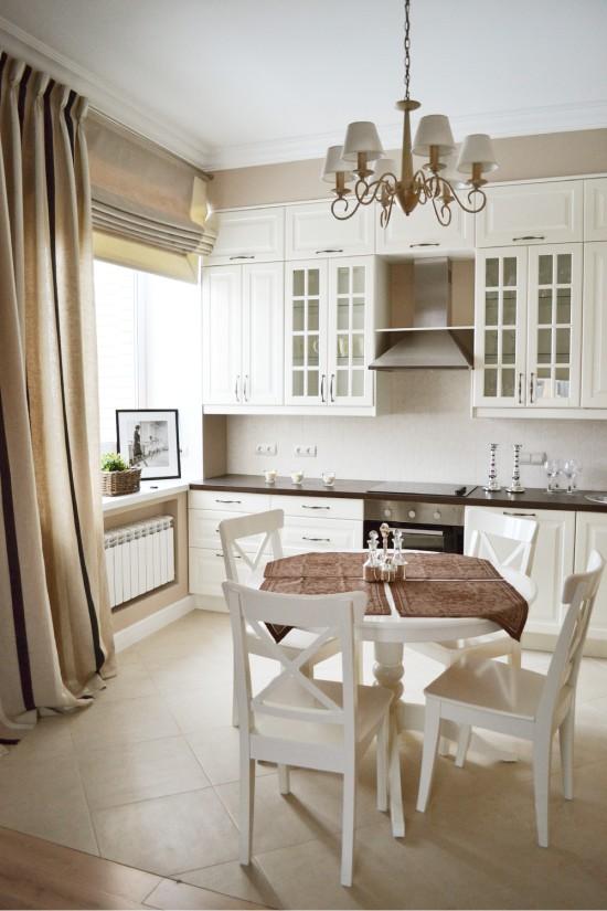 Dapur dengan jubin lantai beige cahaya
