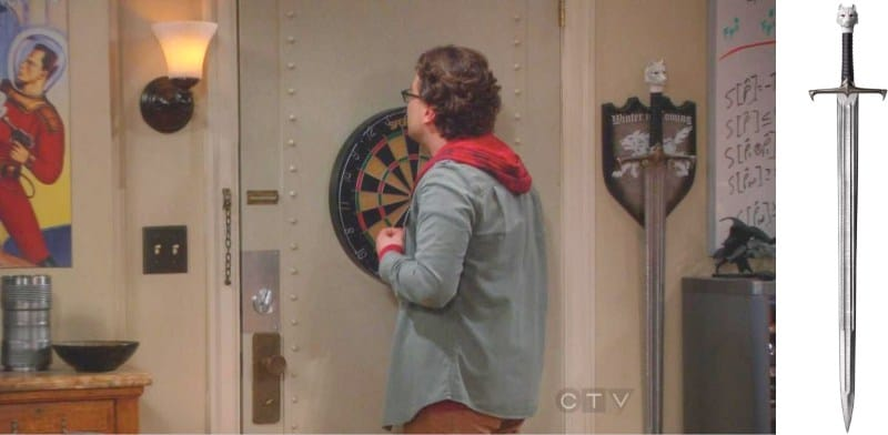 John Snows sværd i salen af Sheldon og Leonard