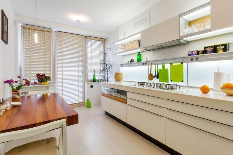 Podlaha v interiéru kuchyně ve stylu minimalismu - béžová dlažba