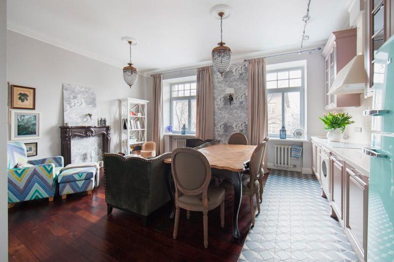 Különböző padló a konyha-nappaliban