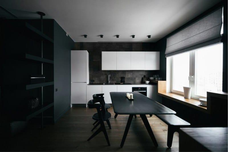 Římské závěsy v interiéru kuchyně ve stylu minimalismu