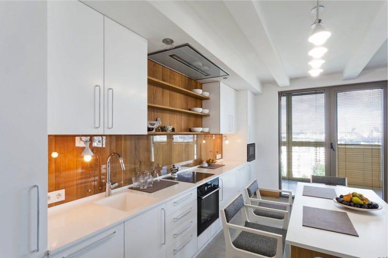 Stěny v interiéru kuchyně ve stylu minimalismu - strom v pracovním prostoru