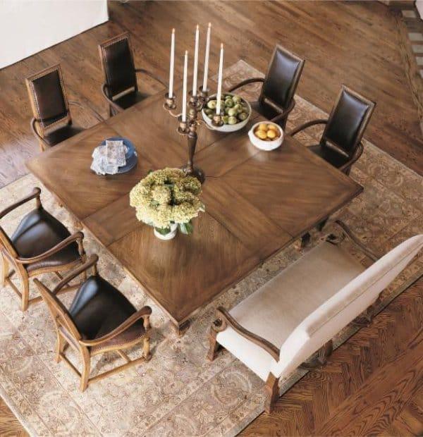 שולחן מרובע גדול עבור 8 אנשים