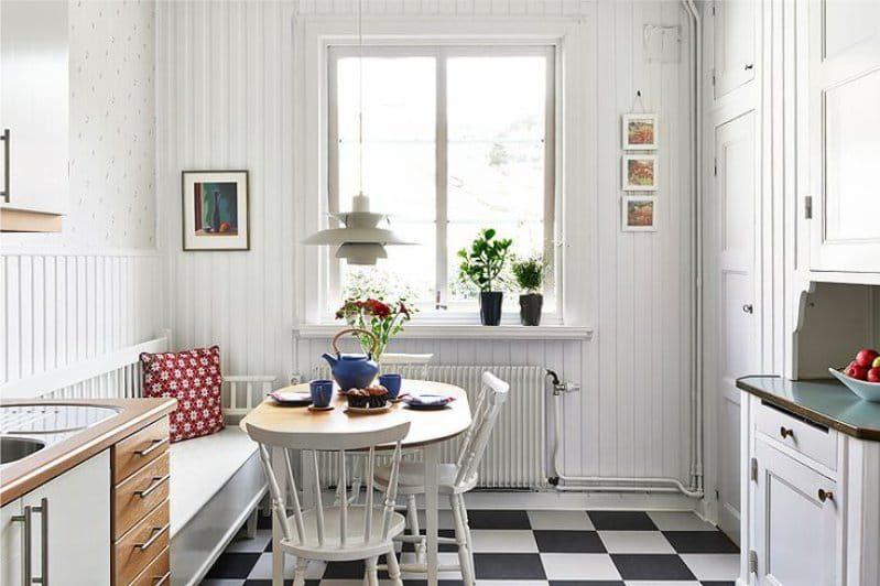 Musta ja valkoinen laatta lattia pohjoismaisessa keittiössä