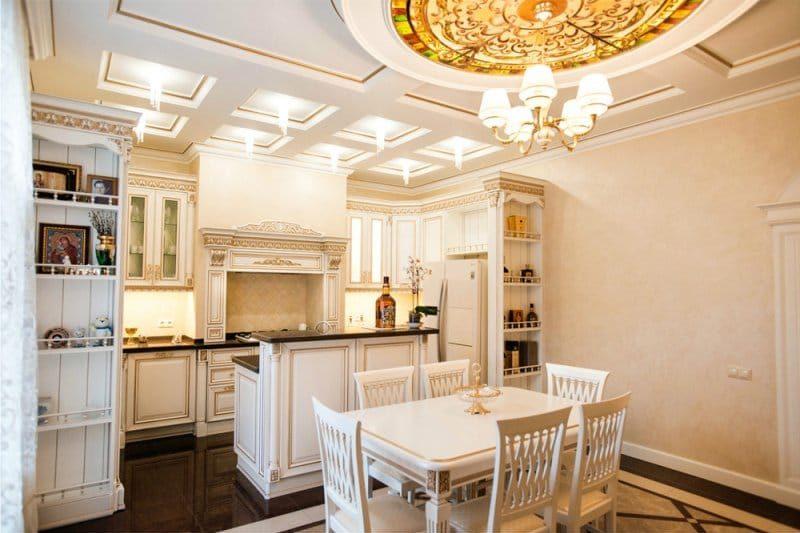 Plafond en caisson de style classique dans la cuisine