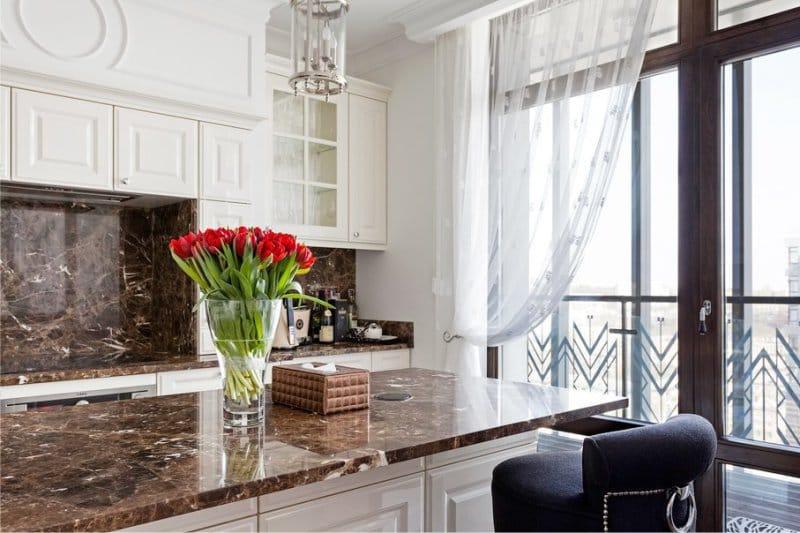 Tablier en marbre brun cuisine classique
