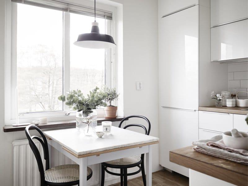 Keittiöpöytä kvartsi-työtasolla
