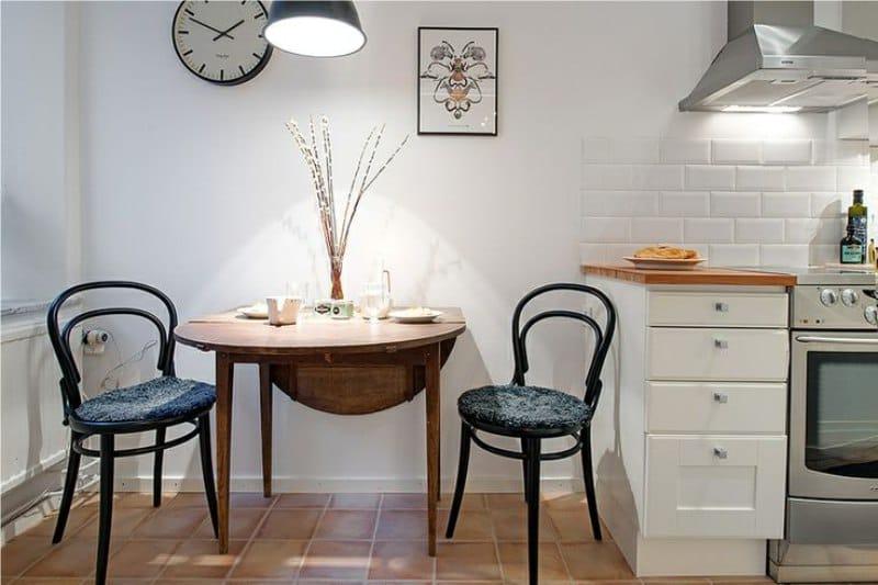 โต๊ะพับหนังสือวงรี