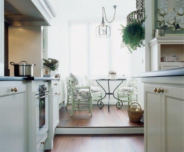 A kombinált loggia és a konyha közötti küszöb