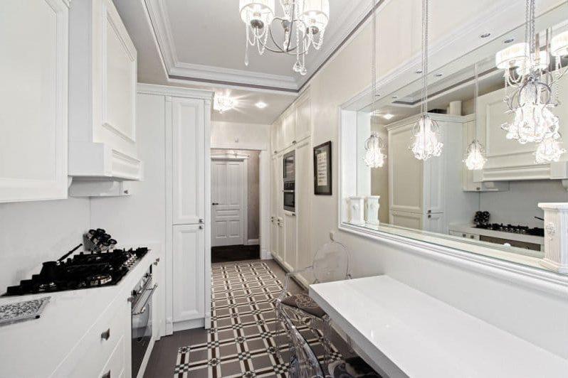 Plafond de style classique avec moulures