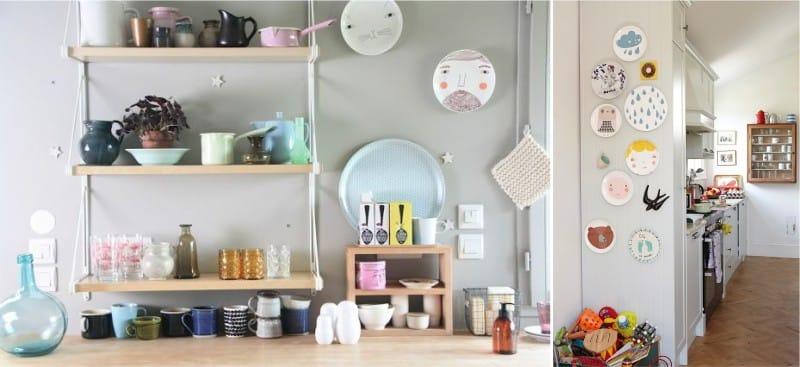 צלחות דונה וילסון על הקיר בפנים המטבח