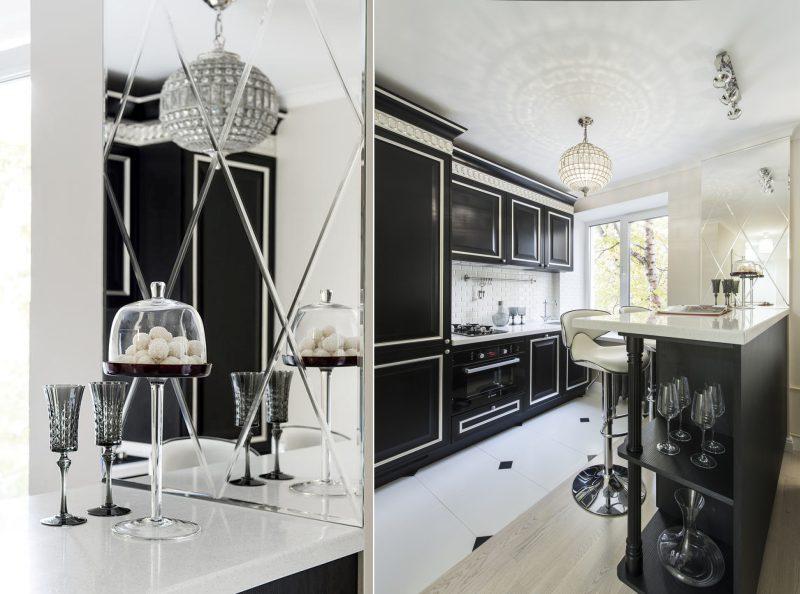 Peili sisätiloissa keittiössä Hruštšovissa