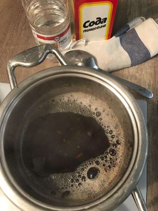 Rengjør pannen med brus og eddik
