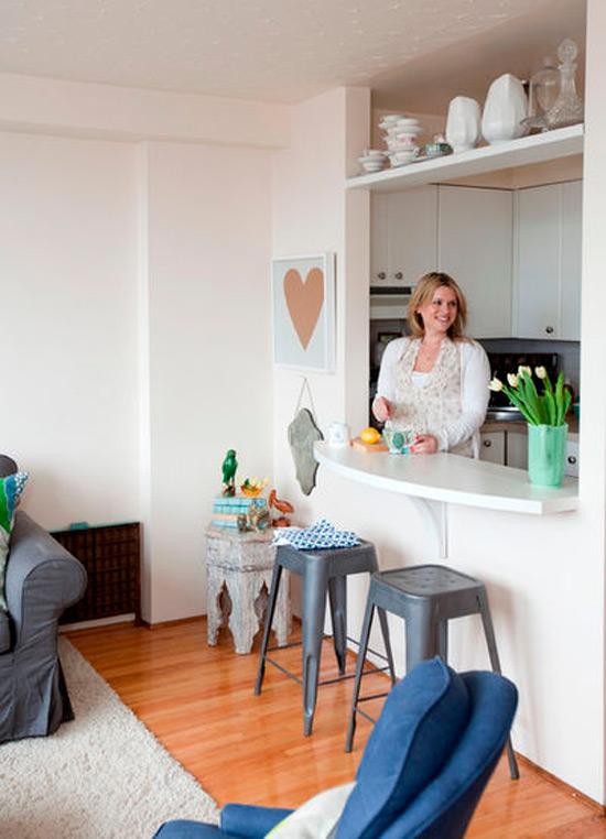 חלון הפצה בין המטבח לסלון