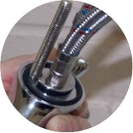 Joint torique, goujon et eye-liners connectés au mélangeur