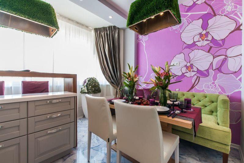 Kirkkaat taustakuvat, joissa on kukkia keittiön sisätiloissa