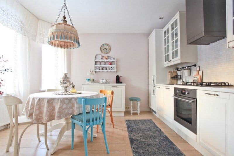 Fehér konyha Lidingo a belső térben