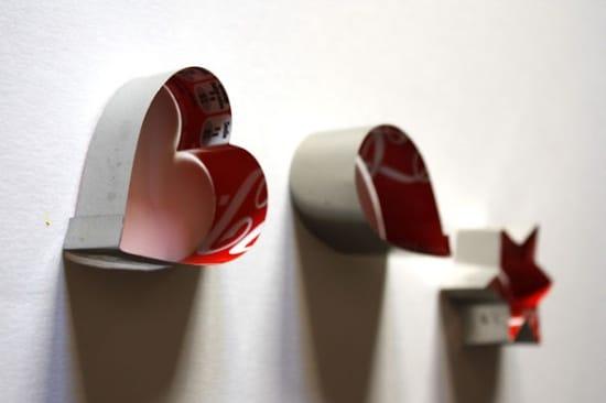 Hogyan készítsünk öntőformákat a Coca-Cola konzervdobozjainak vágásához