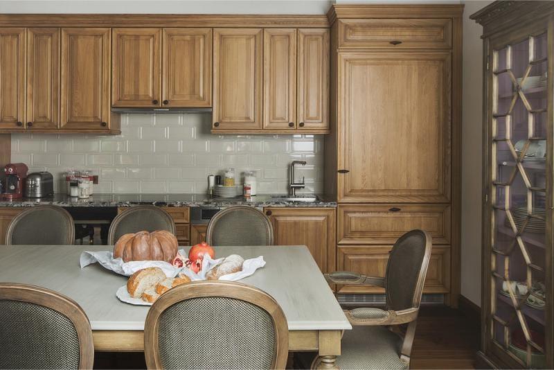 צבע אפור בפנים המטבח
