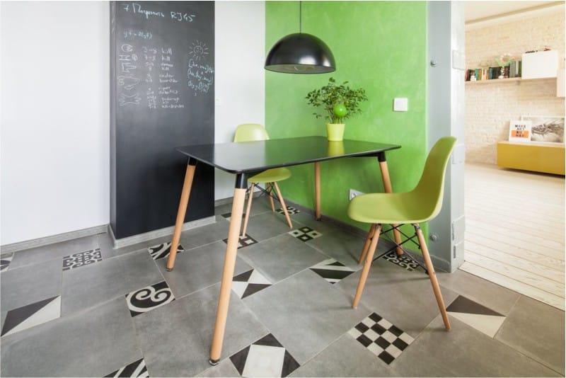 Zöld ékezetes fal a konyhában