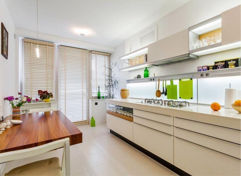 Zöld ékezetek a konyha belsejében