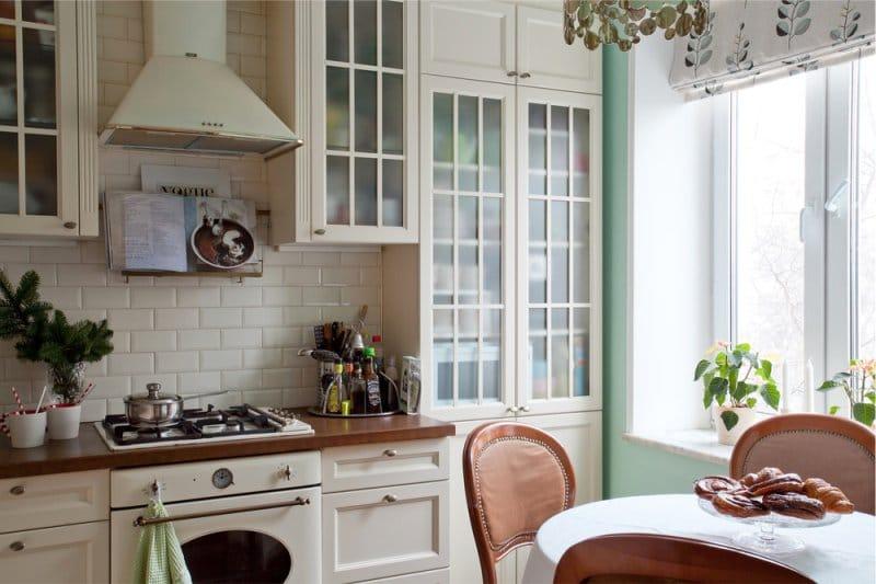 Zöld belső falak Provence-i stílusban